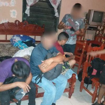 Rescatan a 16 migrantes centroamericanos en Villahermosa