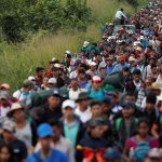Migrantes centroamericanos en caravana se concentran en Coatzacoalcos