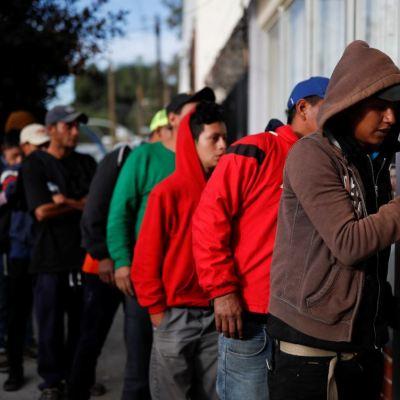 Esperan 5 mil migrantes de caravana reunirse en Tijuana domingo o lunes