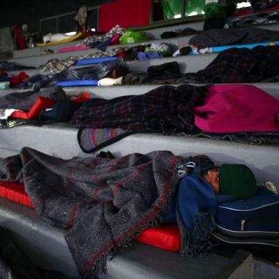 Así pasaron su última noche los migrantes en la CDMX