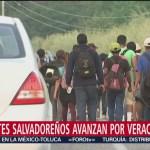 Migrantes salvadoreños avanzan por Veracruz