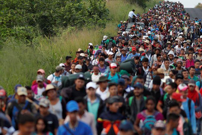 Migrantes salvadoreños avanzan por Veracruz previo a su llegada a CDMX