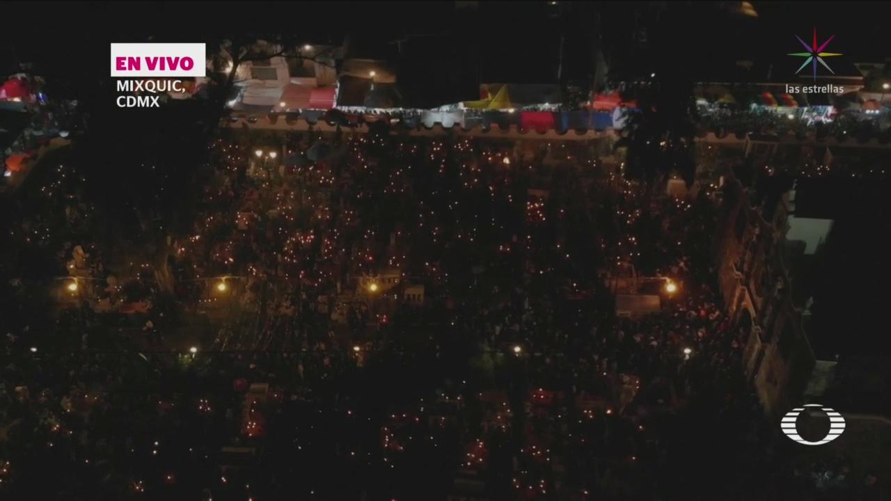 Miles Visitan Mixquic Día De Muertos