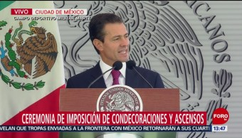 Peña Nieto encabeza la ceremonia de imposición de condecoraciones y ascensos