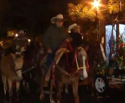 Peregrinos de Iztapalapa realizan cabalgata hacia la Basílica de Guadalupe