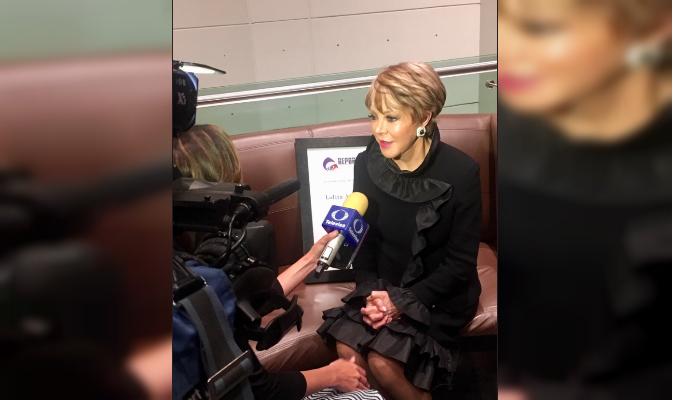 Periodistas mexicanos reconocen a Lolita Ayala por 45 años de carrera