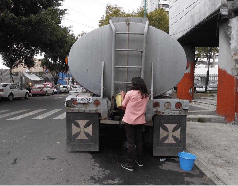 Pipas de agua en la Ciudad de México. (EFE)