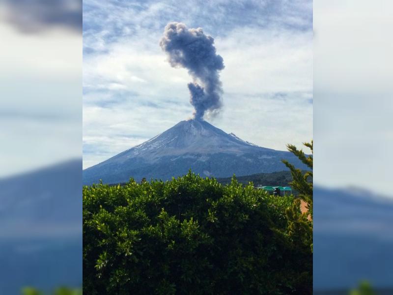 Popocatépetl emite exhalación y provoca columna de 1,500 metros