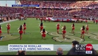 Porrista de NFL se pone rodillas durante himno nacional