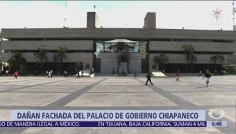 Presuntos normalistas vandalizan el Palacio de Gobierno en Tuxtla Gutiérrez