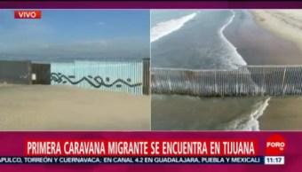 Primera Caravana Migrante Que Se Encuentra En Tijuana Primera Caravana Migrante Tijuana Última Frontera Estados Unidos México