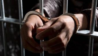 Condenan a padrastro a casi 30 años de prisión por violación