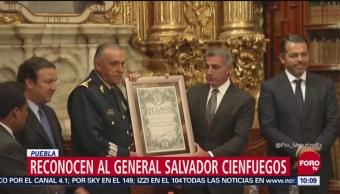 Reconocen a Salvador Cienfuegos en Puebla