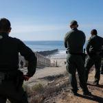 Tijuana busca evitar cruce de migrantes