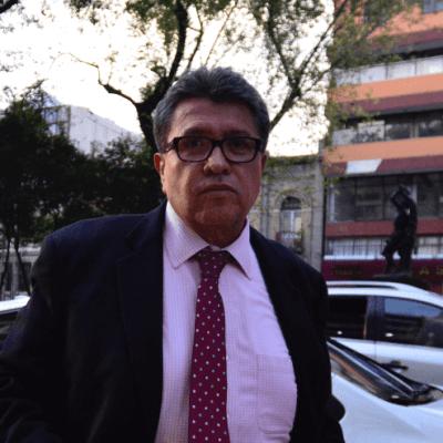 Monreal dice que las iniciativas de ley no se consultan con AMLO