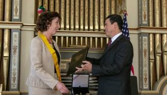 México condecora a Roberta Jacobson con la Orden del Águila Azteca