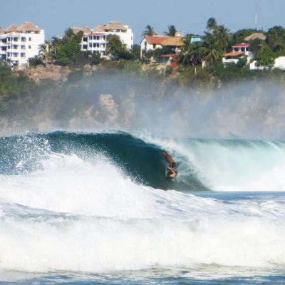 Realizan Torneo Internacional de Surfing en Puerto Escondido