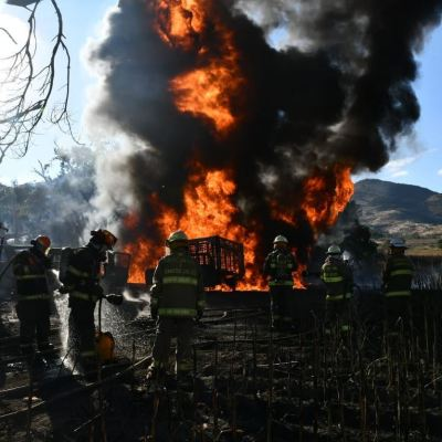 Incendio por toma clandestina consume ocho autos en Tlajomulco, Jalisco