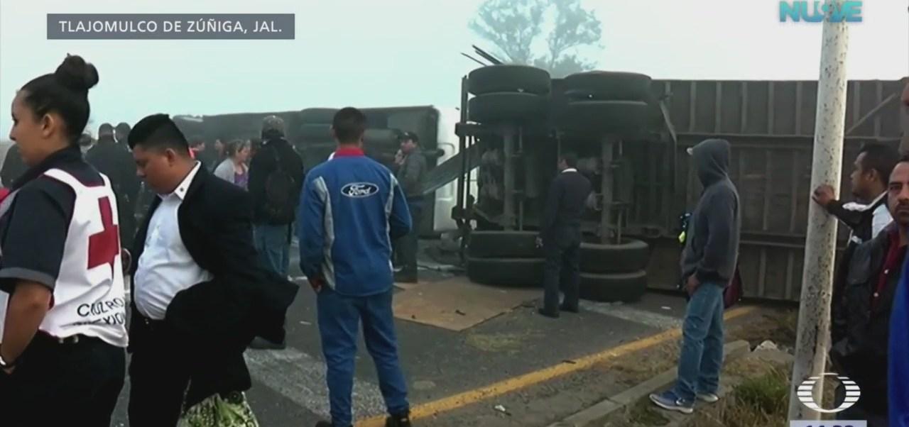 Tráiler choca contra autobús en Jalisco y deja 25 heridos