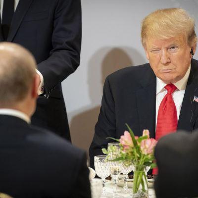 Putin y Trump hablaron brevemente en París, según el Kremlin