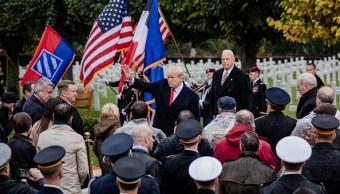 Trump rinde homenaje a soldados estadounidenses muertos