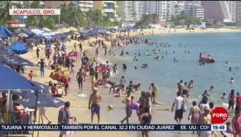 Turistas disfrutan de playas de Acapulco, Guerrero