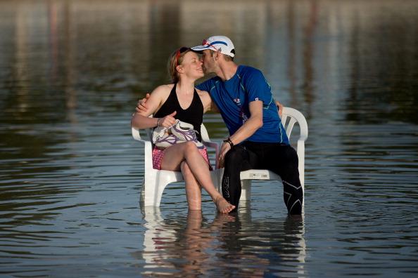 Una escapada o unas vacaciones pueden ser una opción de plan en pareja que no necesariamente involucra comida (GettyImages)