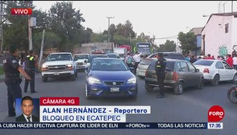 Vecinos bloquean la vía Carlos Hank González