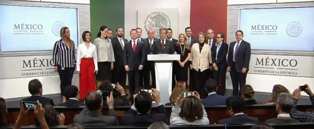 Colaboradores de Presidencia agradecen a Peña Nieto apoyo durante el sexenio