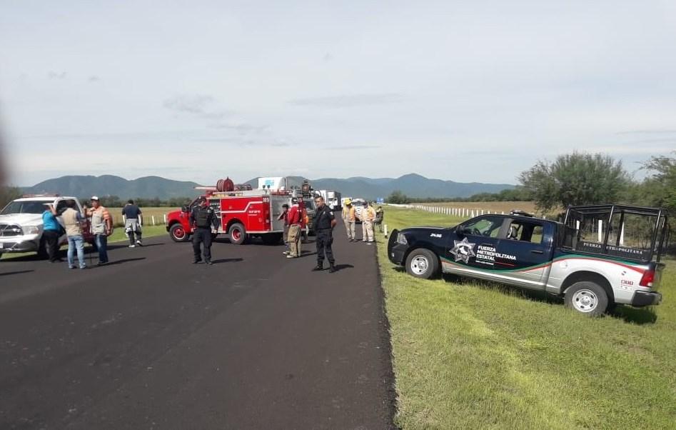 Accidentes SLP; vuelca camión cargado con material peligroso