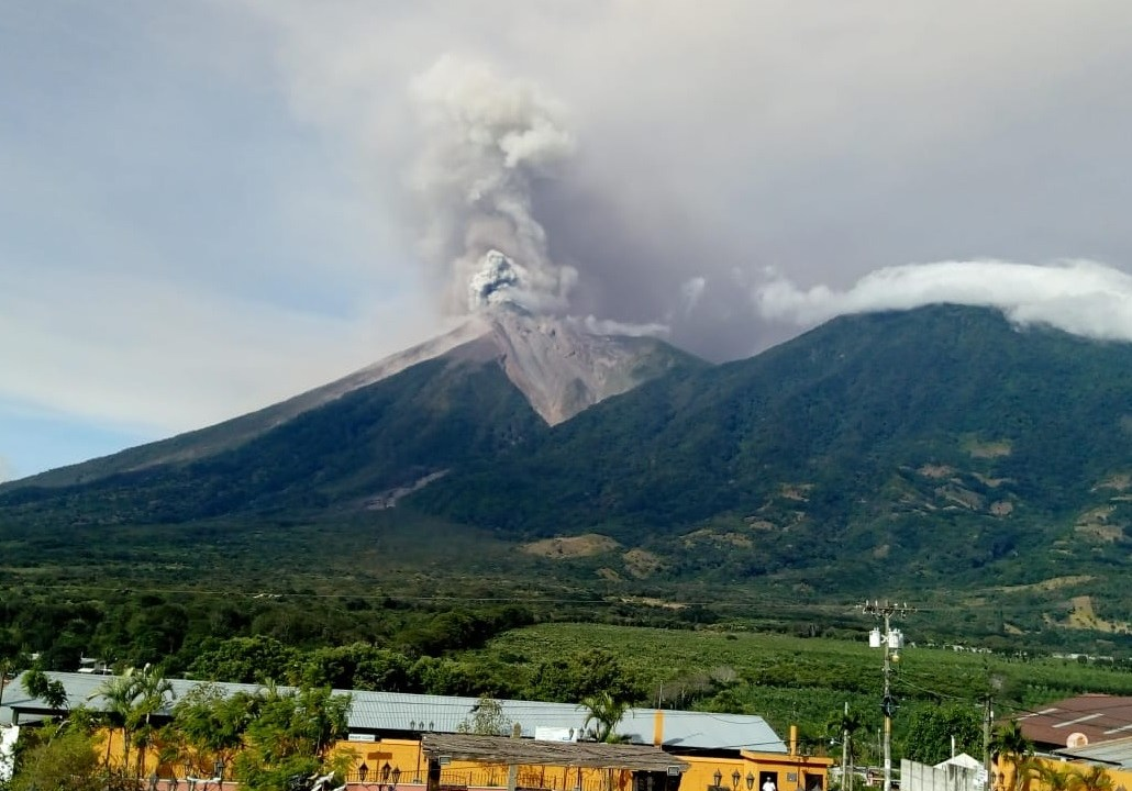 volcán Fuego Guatemala; alerta Chiapas posible caída ceniza