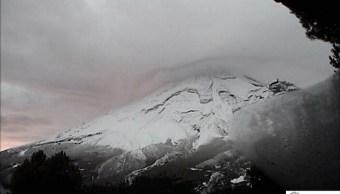 Volcán Popocatépetl amanece nevado