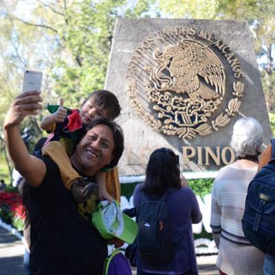 Los Pinos recibe a 30 mil visitantes durante primer día abierto al público