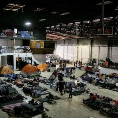 Lanzan gas lacrimógeno a refugio de migrantes 'El Barretal', Tijuana