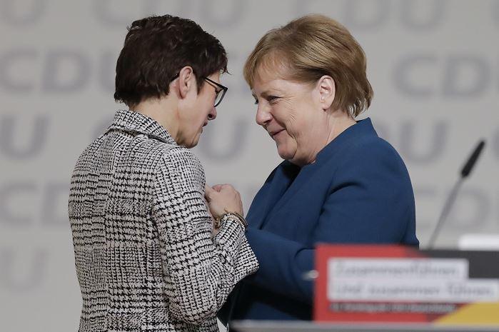 Partido alemán CDU elige a Kramp-Karrenbauer