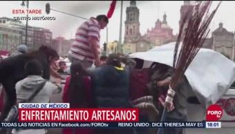 Artesanos triquis se enfrentan con personal de Cuauhtémoc