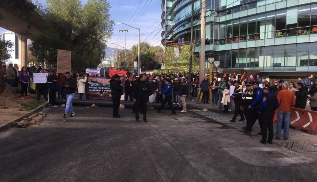 Bloqueo causa caos vial en Periférico Sur, CDMX