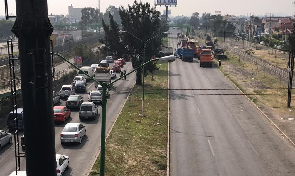 Transportistas bloquean Avenida Central