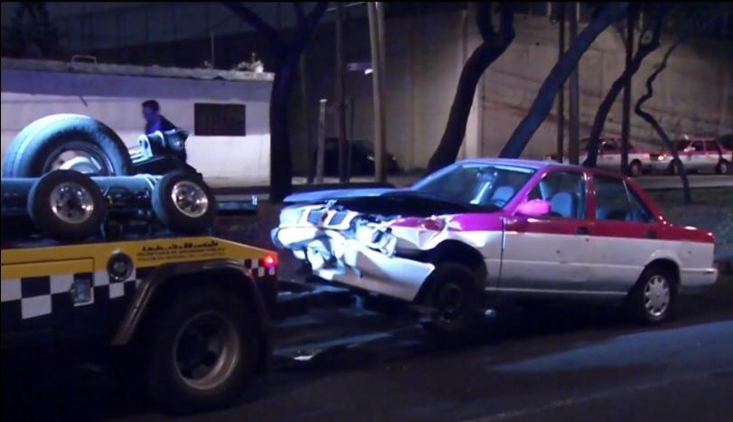 Espectacular cae sobre auto en Periférico Sur, CDMX