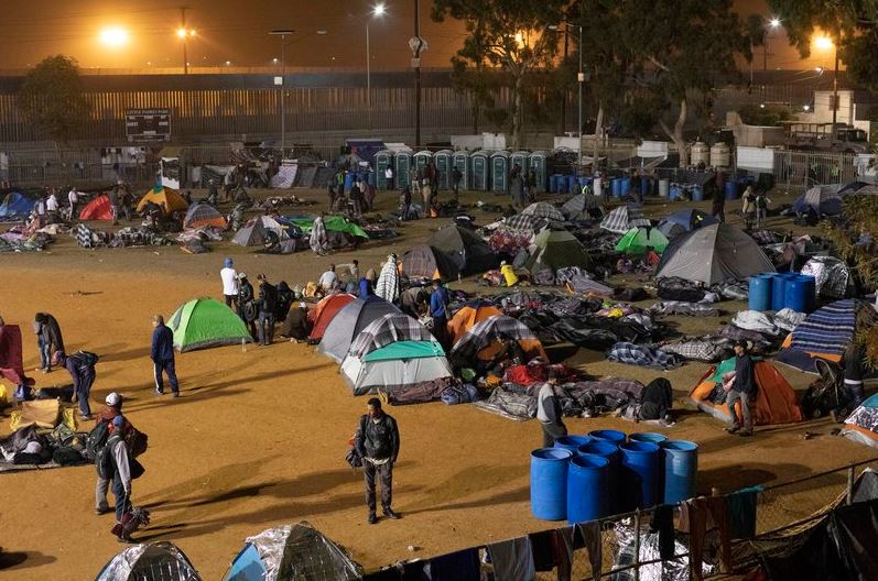 Retiran campamento de migrantes centroamericanos en Tijuana