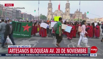 Artesanos triquis bloquean calles del Centro Histórico