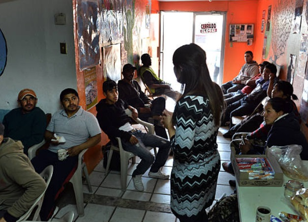 Refugios de Arizona piden ayuda para migrantes enfermos