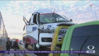 Choque de transporte público y tráiler en la Texcoco-Lechería deja 8 lesionados