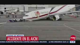Colapsa tren de aterrizaje de un Airbus A-300 en el aeropuerto de la CDMX