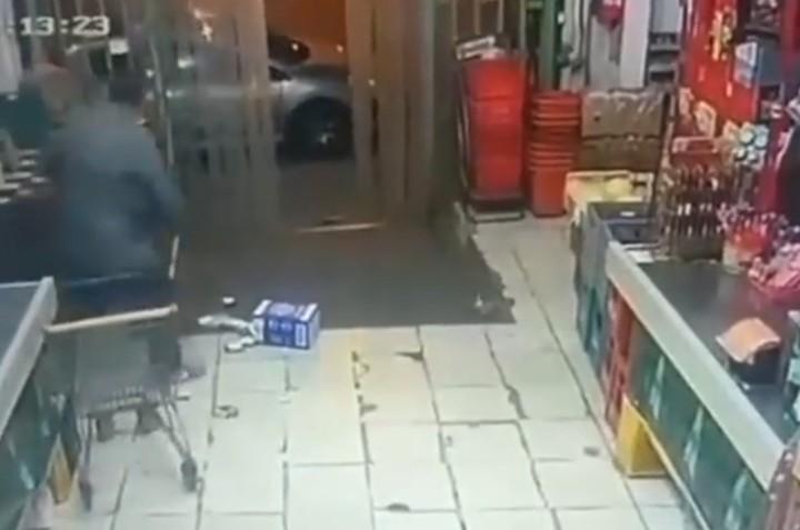 comerciante-mata-tiros-ladron-intentaba-robarlo-camara-seguridad
