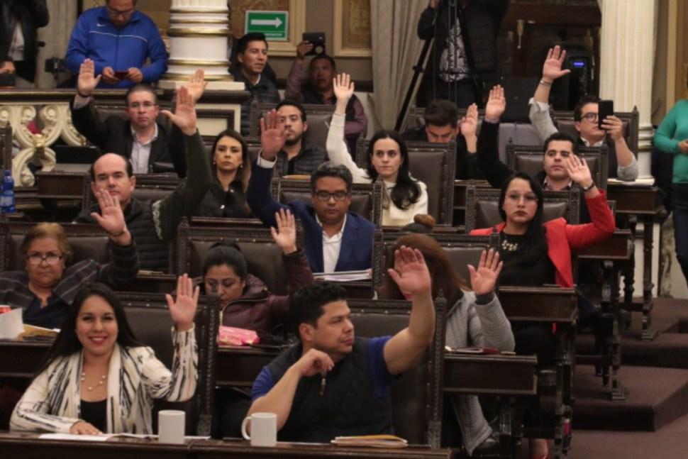 Congreso de Puebla pospone elección para gobernador interino