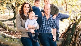 Foto Princesa Charlotte 4 Años Duques Cambridge 1 Mayo 2019