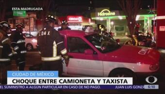Choca camioneta con taxista en la colonia Roma, CDMX