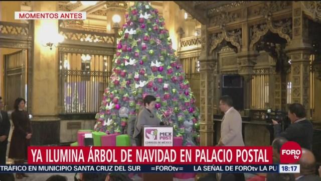 Encienden árbol de Navidad en el Palacio Postal, CDMX