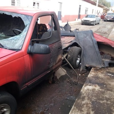 Explosión de camioneta con pirotecnia deja un muerto en Michoacán